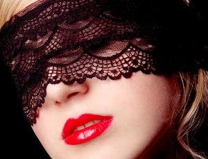 Красная губная помада - идеальный вариант для страстных женщин